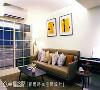 客厅入口 周建志设计师调整入口的落地窗位置,加大窗户的开口面积,改善通风不良和采光不足的问题。