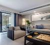 整体灰色系,阳台与客厅相连,整体十分通透,中式元素充满整个空间,水墨画作为点缀,灰色墙搭配白色主体沙发和黑色实木家具,大气十足。