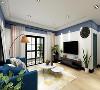 深蓝色布艺沙发,圆形白色餐桌、精致储物柜……整个客厅布置得错落有序。