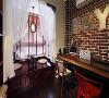 书房靠窗位置上一个榻榻米茶室,来客人了可以在这里叙谈、喝茶、聊天。