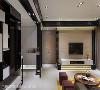 客厅 以现代时尚为主轴的风格取向,透过黑白色彩俐落表现,而电视主墙以大地色泽为底,并分别在上下方嵌入灯光,成为空间的视觉焦点。