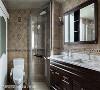 主卧卫浴  卫浴以瓷砖与原木色洗手台响应古典风格,双台面的大尺度设计,使卫浴线的宽敞大气,也让一起上班的双薪夫妻在早晨有宽裕独立的梳洗功能。