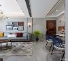 入户是人走进空间的第一印象 呼应整体的装饰风格 作为确幸之家 映入眼帘的是主人的生活摆件 和舒适的生活氛围
