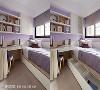 客房设计 利用系统柜打造悬吊式收纳柜节省地坪,床组下增设抽屉放置寝室杂物,在粉紫墙面和床单的搭配下,舒适的个人空间就完成了。