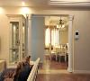 欧陆风情木制品饰面材料,米色隐花墙纸,欧式镜子,欧式造型门洞窗洞。
