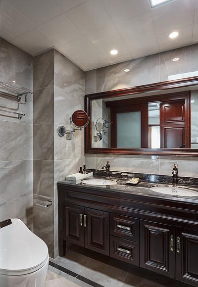 卫生间图片来自家装大管家在128平新古典雅致3居 私享舒适家的分享
