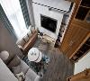 从二层俯视能观看到楼下客厅的全景,纵向为空间获得无限遐想。