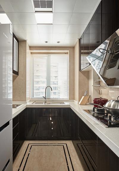 厨房图片来自家装大管家在128平新古典雅致3居 私享舒适家的分享