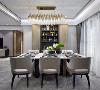 餐厅选用大面积淡色系作为主色调:灰色的餐椅,白色大理石餐桌,原木色的储物柜,呈现出静谧的就餐空间。