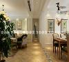 客餐厅的空间布局符合现代中国家庭的生活模式及喜好,又保留了传统美式风格中自然休闲的感觉。我们加了个隔断,加长了沙电视景墙,使客厅显得方正对称,又美观大气。