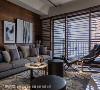 窗景呼应 由于客厅与对面大楼间仍有相当距离,因此汤镇安设计师便利用木格栅取代百叶,更借此呼应窗外建筑的线条设计。