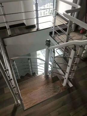 简约 小公寓 新房装修 楼梯图片来自乐粉_20181003112538352在贵阳35㎡小公寓案例效果图的分享