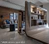 高度设计 电视墙的背面延伸出多功能区,经计算后可使一般成人站立时见到客厅状况,让两空间虽有区隔却又可互相照应。