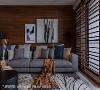 悠闲况味 木纹墙面与布质软件,交织出柔软舒心的悠闲氛围,也与木格栅窗串联出淡雅的沉静温润。