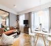 褐色的沙发带点摩登的味道,很有活力,抱枕也很有个性,颜色、厚度等,很适合小两口窝在沙发上一起看电视。