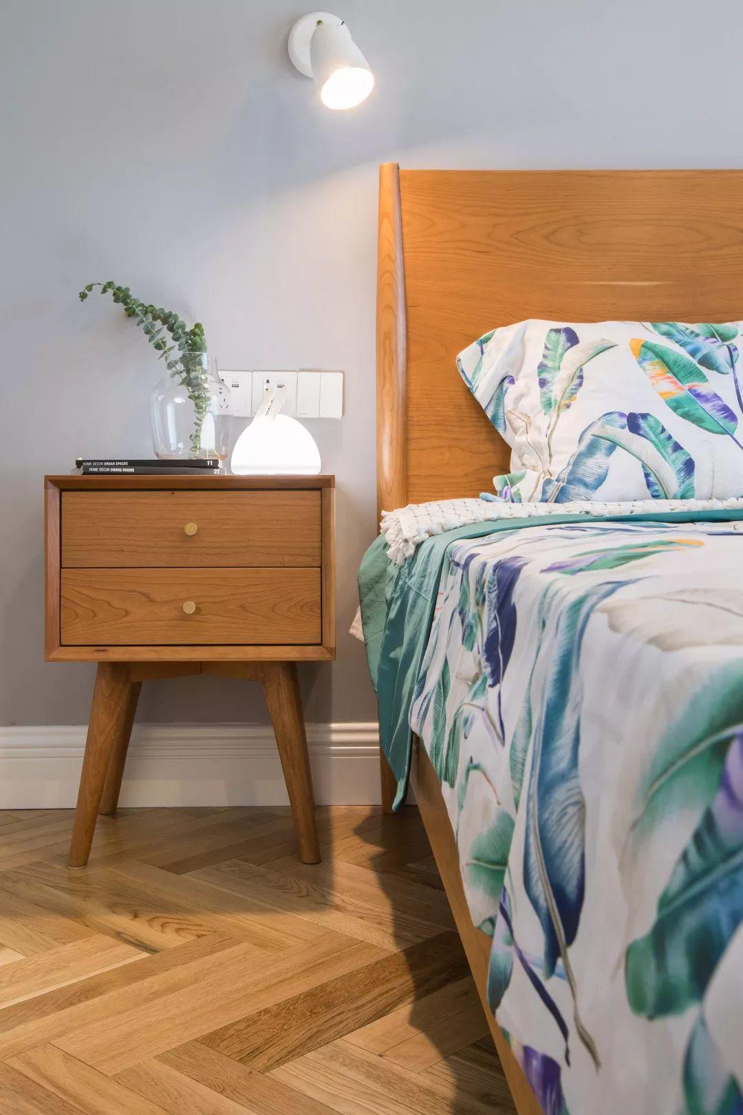北欧 半包 全包 私人订制 全案设计 卧室图片来自鹏友百年装饰在低调灰+白色+木色,好漂亮!的分享