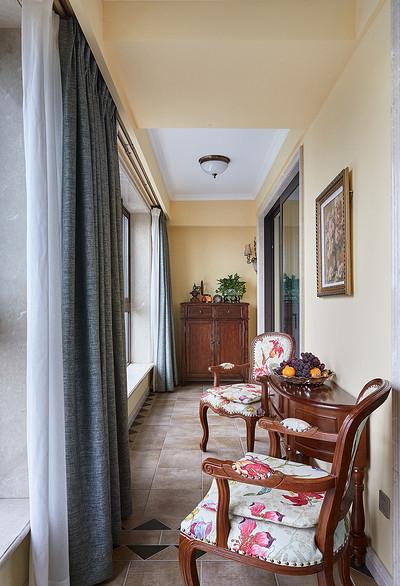 阳台图片来自家装大管家在158平美式低奢3居 实用艺术并存的分享