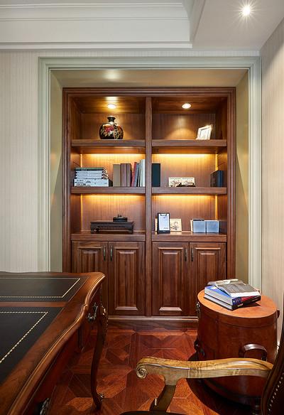 书房图片来自家装大管家在158平美式低奢3居 实用艺术并存的分享