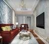 白蓝相间的地毯与沙发背景墙相得益彰,多变的线条灵动个性,更添时尚感,通过金属材质的搭配,配合冬日里温暖的居室光线,空间更加富有美感。