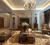 客厅采用正方型的设计,让空间变得更加有立体感。沙发背景墙墙面造型的不对称设计,凸显了空间的中心属性,空间色彩的相互呼应,有效的拉开和延伸空间。绿色的运用点缀,让空间添加了趣味性和美感。