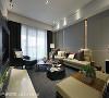 现代冷色 成晟室内装修设计利用低调冷色展现现代时髦气度,家具软装以低彩度与高明度色调维持环境一致性,大块几何沙发更显俐落。