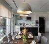 餐厨区 喜欢下厨的男主人,可在机能齐备的中岛厨房区,与餐桌上的家人热切互动。