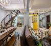 客厅装修:一个明快光鲜的空间,不局限于风格的区分,给予色彩最大的礼赞。大横厅是一楼的亮点区域。