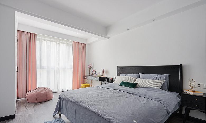 卧室图片来自家装大管家在化简为零 100平北欧时尚雅致3居的分享