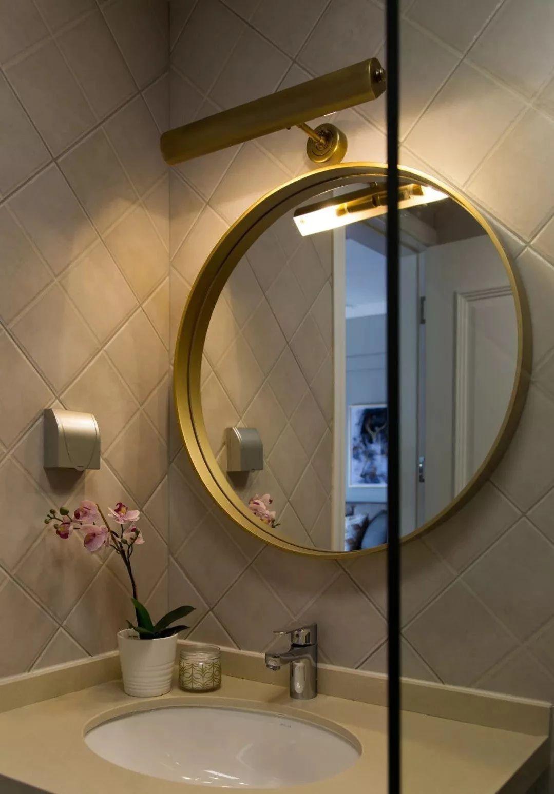 卫生间图片来自鹏友百年装饰在简美刚需宅 空间优雅不厚重的分享