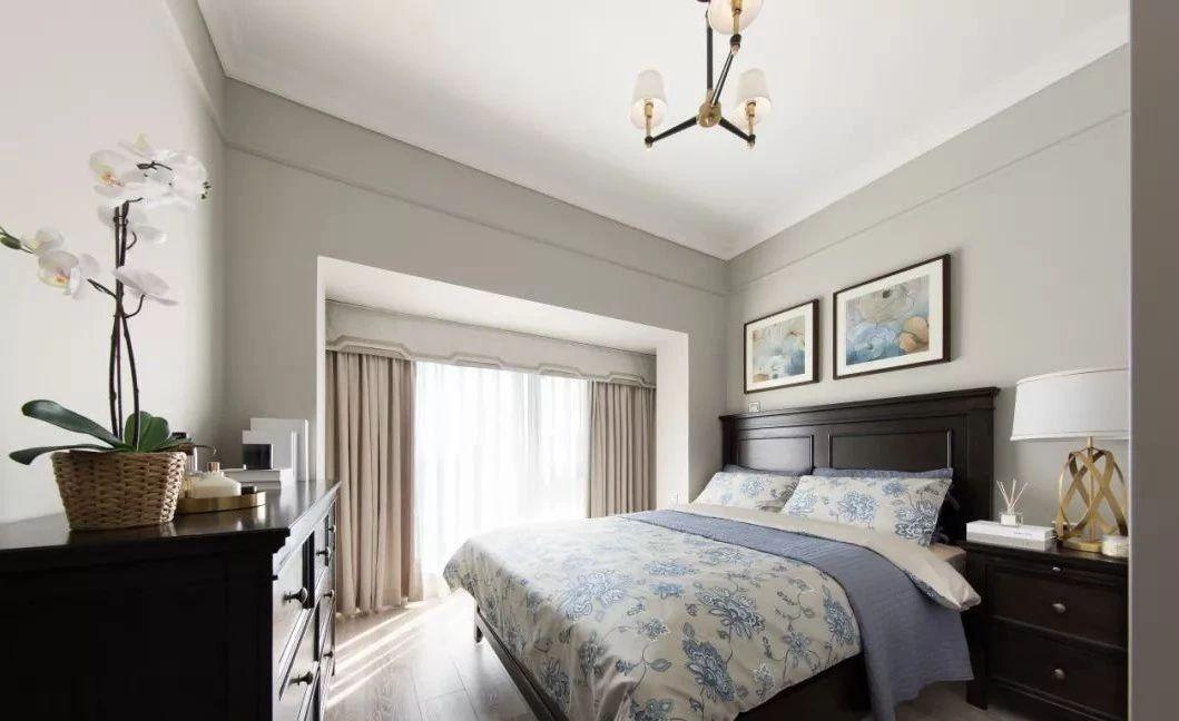 卧室图片来自鹏友百年装饰在简美刚需宅 空间优雅不厚重的分享