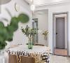 2、餐厨装修:保证功能上的实用设计,效果朴素,给人一种安静、舒适、宽敞的家居环境。