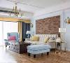布艺沙发搭配艺术感强烈的沙发背景墙,让家里的整个层次都上升了。鎏金色的灯饰是客厅装饰的一个小亮点。