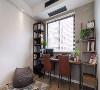 书房延续了客厅的风格,依然以简洁为主。由于书房的面积比较小,我们又想扩出一个可以休闲的区域,所以书桌选的是比较小的那种,书架也是怎么简单怎么来,好在最后效果满意。