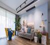 由于家里现在只有2个人住,所以沙发选的比较小,富余出来的空间可以做更多装饰