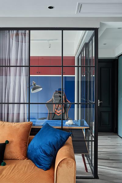 客厅图片来自家装大管家在98平现代混搭婚房 营造明亮氛围的分享