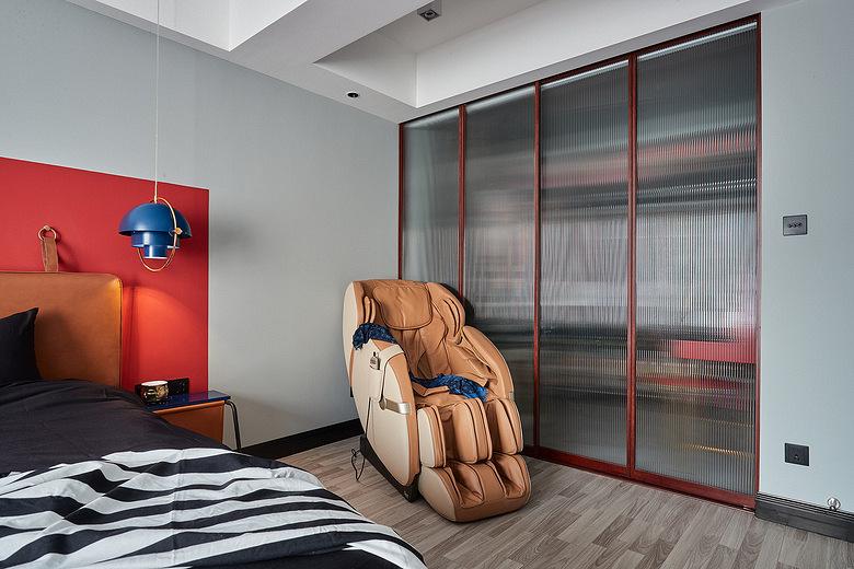 卧室图片来自家装大管家在98平现代混搭婚房 营造明亮氛围的分享