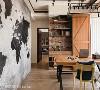 餐厅 结合餐厅与工作桌的功能,桌下设置地插符合需求,后方则以红砖拼贴质感提供收纳与摆饰功能,单边木拉门保持空间清爽。