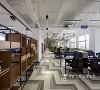多元丰富的空间区域使员工能够以轻松舒适的方式工作,以人为本的理念提升了员工的工作积极性,增强了企业的团队凝聚力。