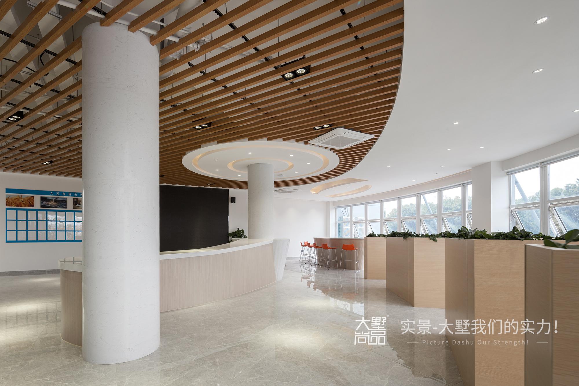 其他图片来自大墅尚品-由伟壮设计在无拘界限:简单有弹性的办公空间的分享