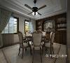 一套复古餐桌椅呼应整体风格基调,立面储物柜体中部留空布景,以意象画点缀空间,顶面定制造型吊灯,营造出自然美式气息。