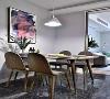 入户的第一个空间是把玄关、餐厅和厨房结合在一起的开放式空间,地面铺设了灰色的大理石瓷砖,结合原木风的餐桌椅,显得很有格调。