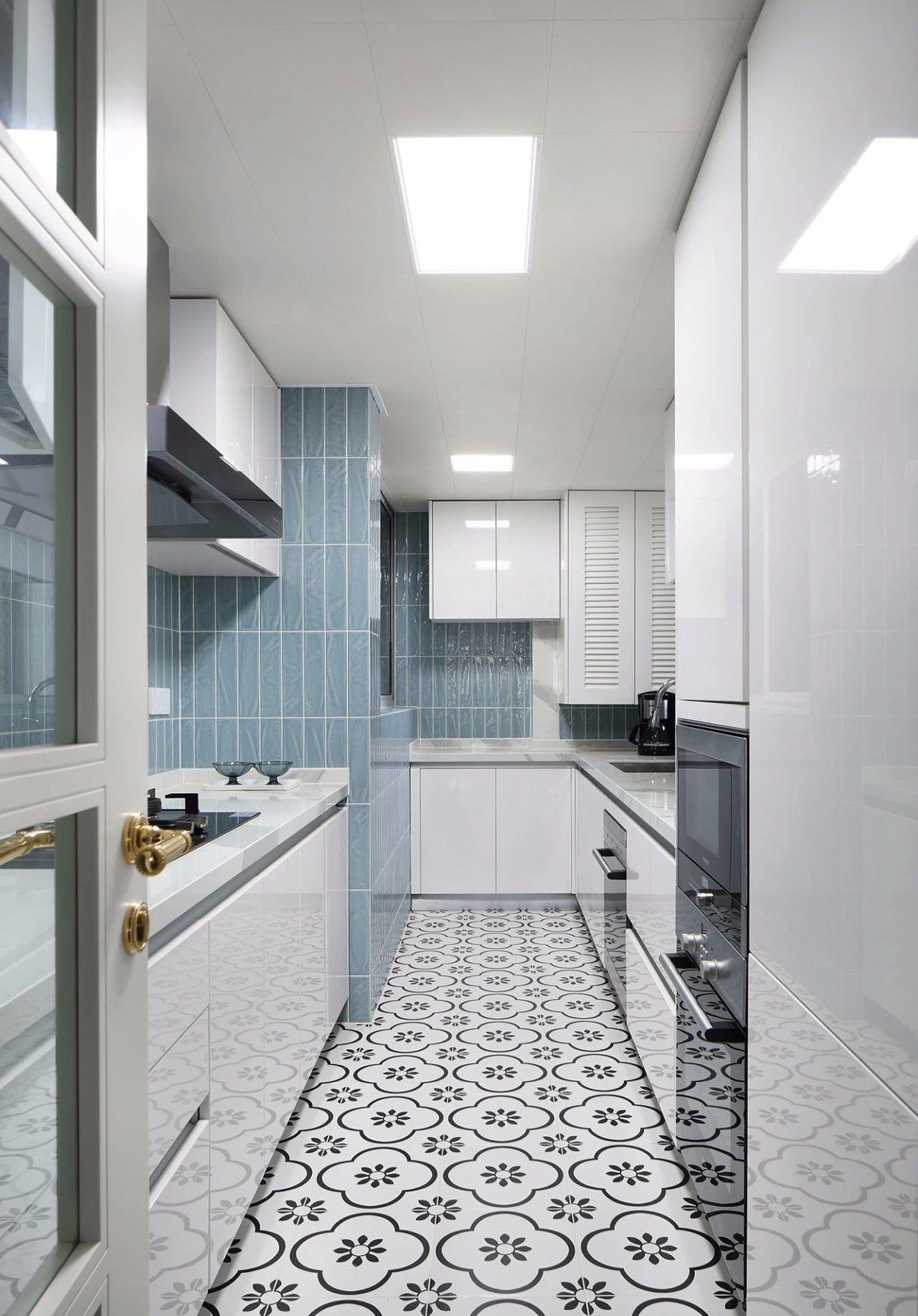 混搭 轻奢 现代 元素 全案设计 厨房图片来自鹏友百年装饰在温柔雅奢INS风的分享