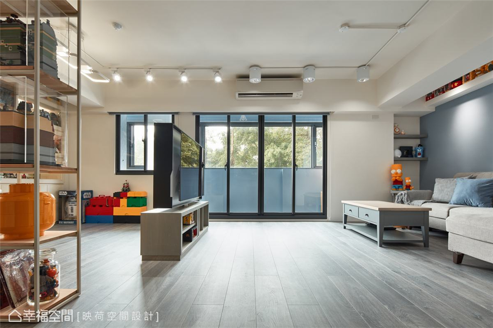 装修设计 装修完成 现代风格 书房图片来自幸福空间在99平,明亮鲜趣 大人的玩具屋的分享