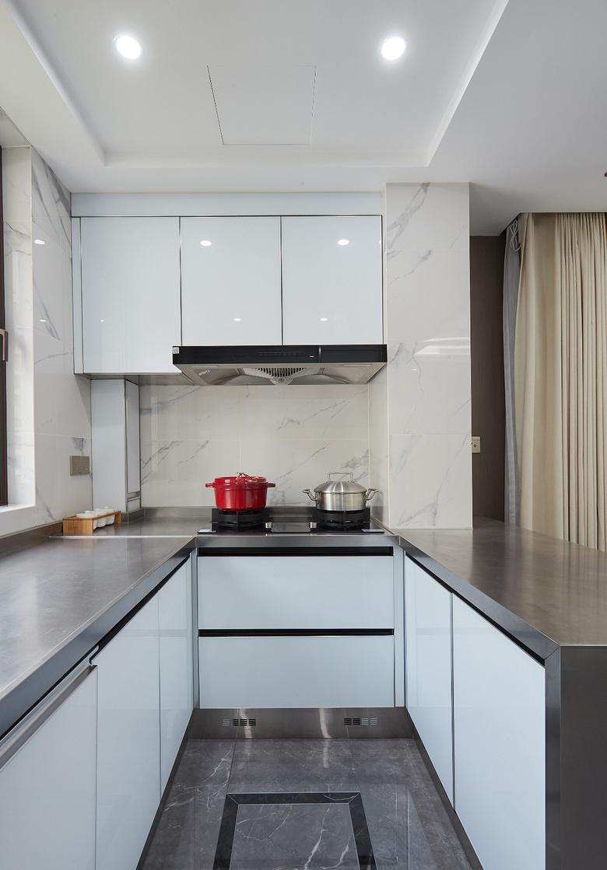 厨房图片来自家装大管家在简洁明亮 118平高冷现代时尚3居的分享