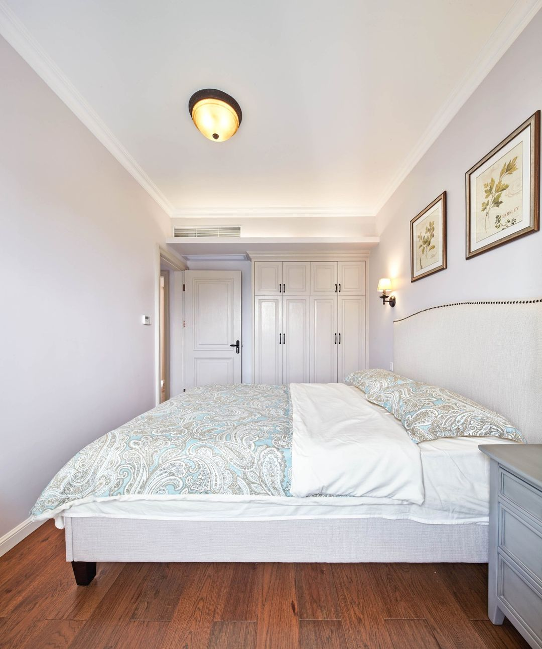 简约 卧室图片来自乐粉_20181210150116634在简约美式风 | 墨点设计的分享
