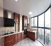 打通阳台,做个江景厨房,首先是光线极佳,不开灯照明也亮堂得不行,其次是气场很强,厨房面积并不大,但是空间通透,给人一种极其宽敞的感觉。