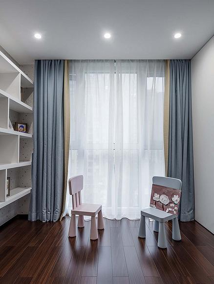 书房图片来自家装大管家在120平黑色后现代3居 超前卫时尚的分享