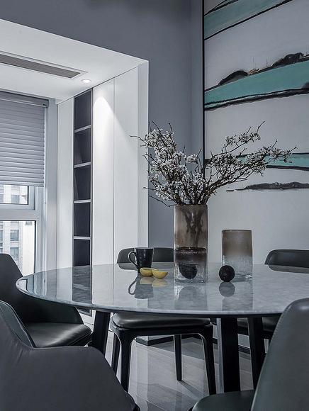 餐厅图片来自家装大管家在120平黑色后现代3居 超前卫时尚的分享