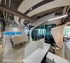 超时空细节 由三宅一秀空间创艺设计师团队发挥无限创意,将超时空科技感的圆弧线条与完美比例,置入办公空间中。