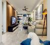 客厅装修: 现代风格尽管造型简单,但对材料的质地和室内空间的通透效果却一点不能放松。时尚金属色的落地灯稳固空间的整体视感,完整的原木色护墙板做电视背景墙,时尚似乎一触即发。